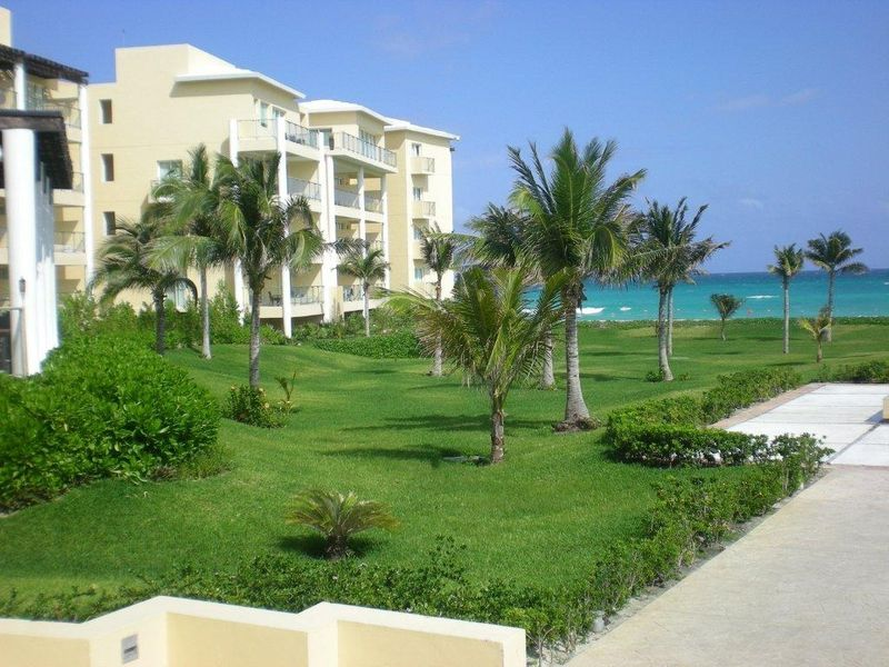 Now Riviera Cancun grounds