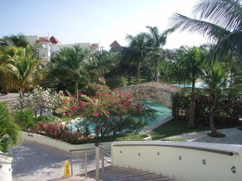 El Dorado Royale pool with bridge