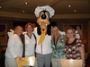 Disneyland_agents_with_goofy